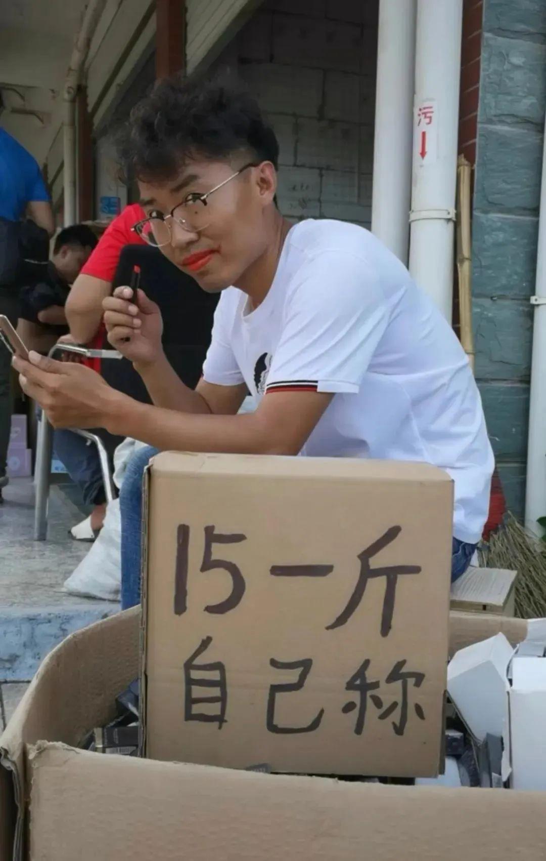 卖头绳赚100万?抖音直播,怎么才能脱颖而出?-第1张图片-周小辉<a href='https://www.zhouxiaohui.cn/duanshipin/'>短视频</a>培训博客