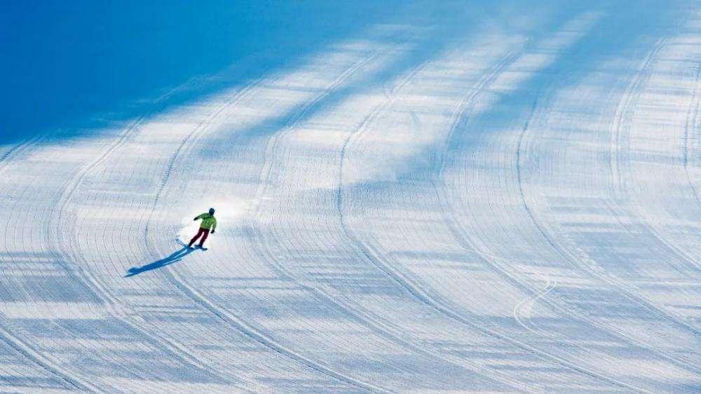 你在滑雪场不停摔跤,我在快手笑弯了腰
