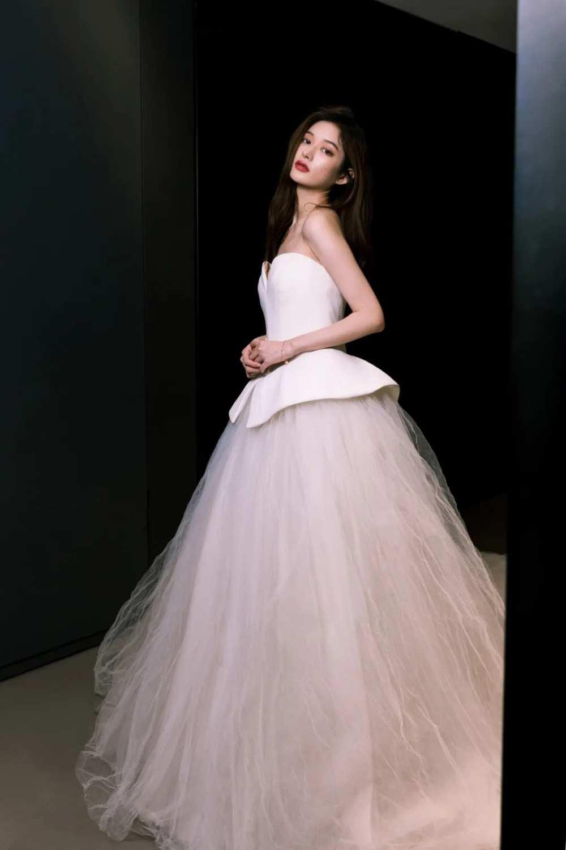 """什么是""""时尚""""星球?百位抖音女孩身着VERA WANG婚纱告诉你答案-第7张图片-周小辉博客"""