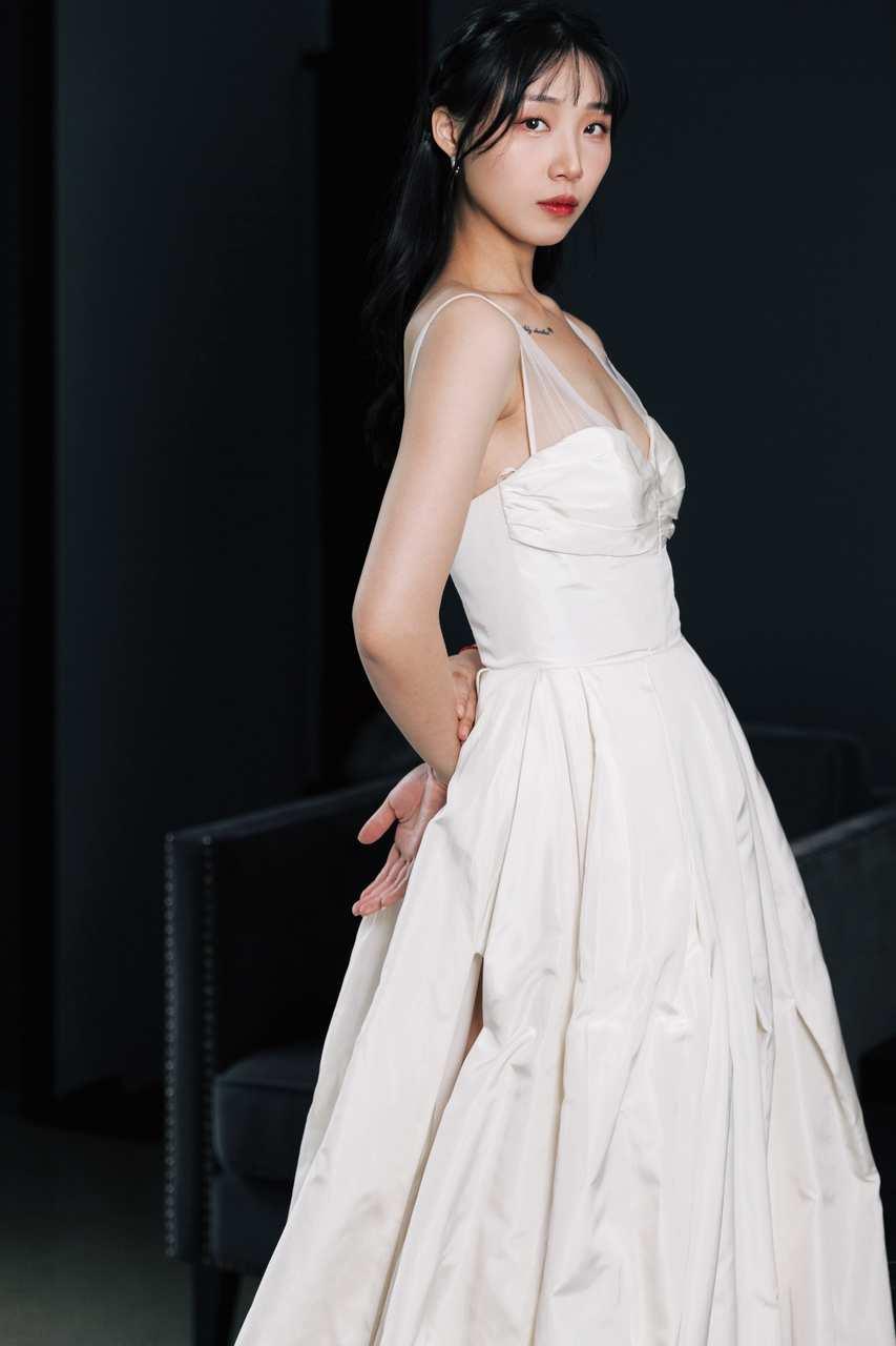 """什么是""""时尚""""星球?百位抖音女孩身着VERA WANG婚纱告诉你答案-第8张图片-周小辉博客"""