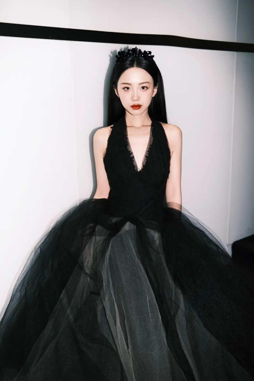 """什么是""""时尚""""星球?百位抖音女孩身着VERA WANG婚纱告诉你答案-第12张图片-周小辉博客"""