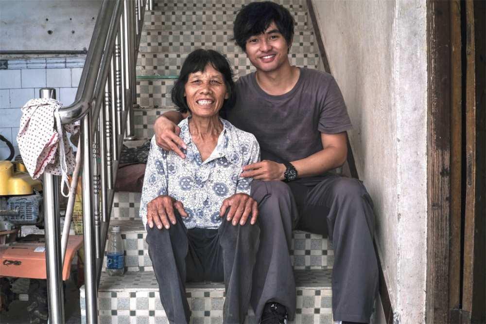 95后辞职回村,给奶奶拍了套时尚大片,火了-第4张图片-周小辉博客